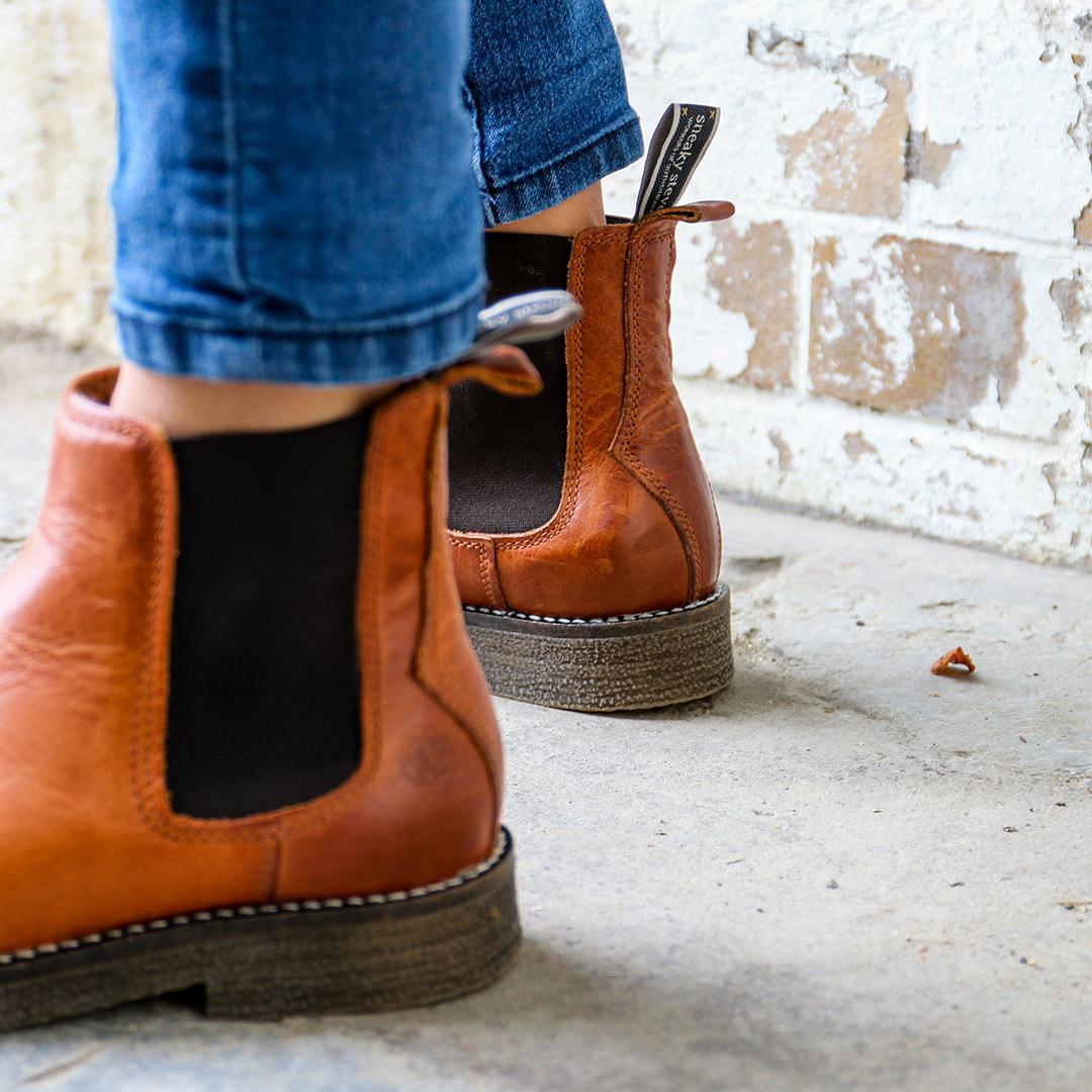 Tanner-winter-furr-chelsea-leather-boots-cognac-image-3