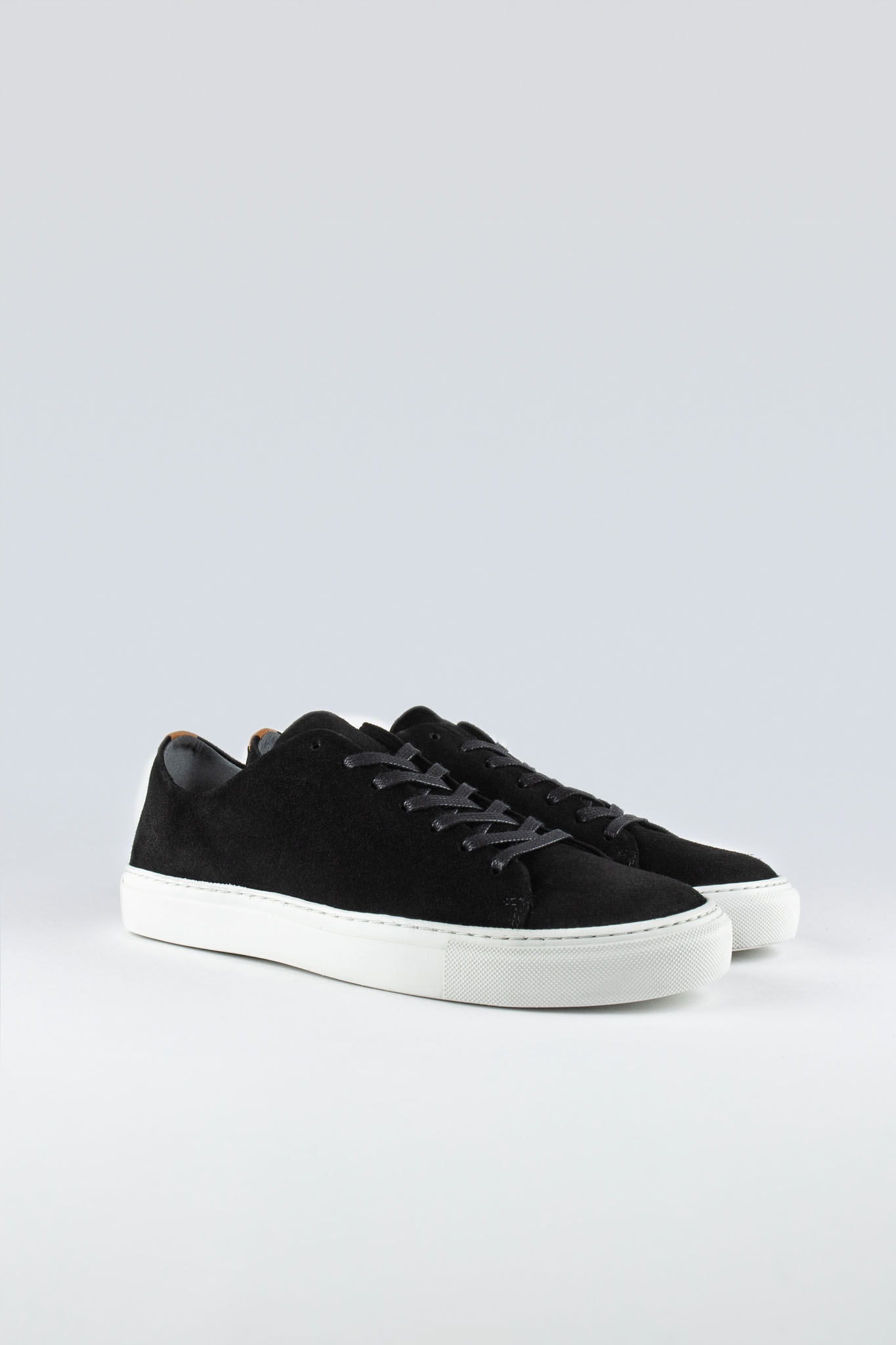Less Suede Black