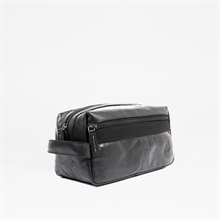 Adrian-AW19-toilet-bag-leather-black-detail